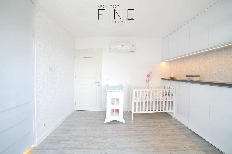 Foto inspirasi ide desain kamar tidur anak minimalis Kids bedroom oleh Fine Team Studio di Arsitag