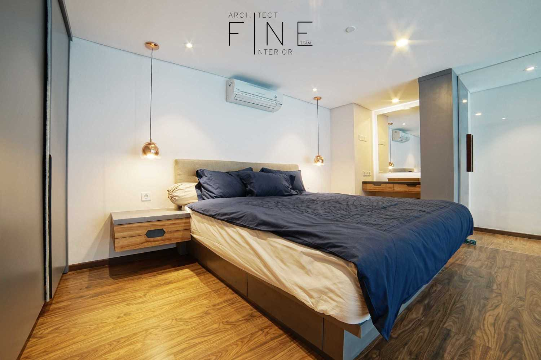 Foto inspirasi ide desain kamar tidur minimalis Bedroom oleh Fine Team Studio di Arsitag