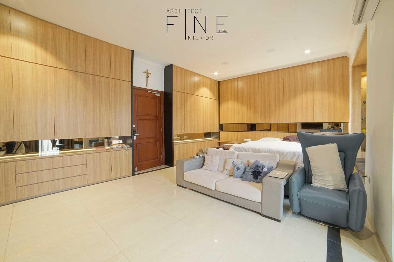 Foto inspirasi ide desain ruang keluarga industrial Family room oleh Fine Team Studio di Arsitag