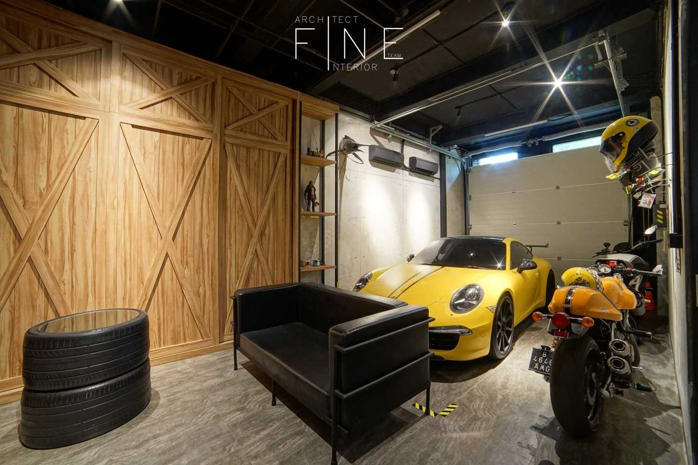 Foto inspirasi ide desain garasi industrial Garage oleh Fine Team Studio di Arsitag