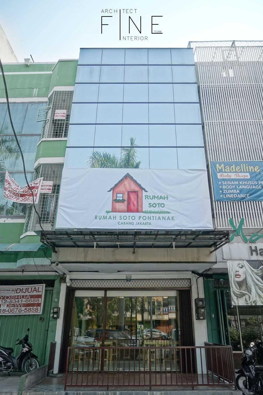 Foto inspirasi ide desain restoran Front view oleh Fine Team Studio di Arsitag