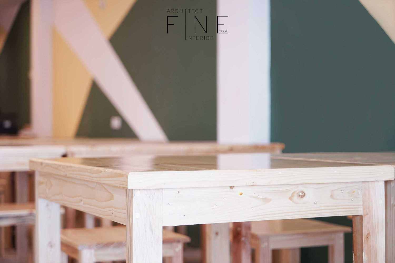 photo table details rumah soto pontianak desain arsitek oleh fine team studio