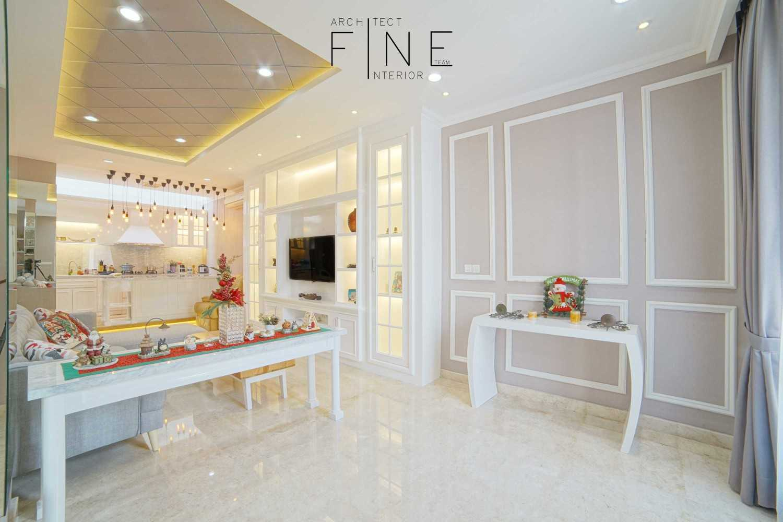 Foto inspirasi ide desain klasik Foyer view oleh Fine Team Studio di Arsitag