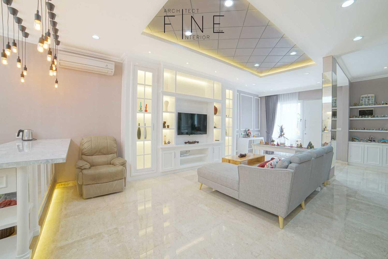 Foto inspirasi ide desain ruang keluarga klasik Family room oleh Fine Team Studio di Arsitag