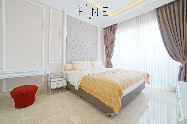 Foto inspirasi ide desain kamar mandi klasik Bedroom view oleh Fine Team Studio di Arsitag