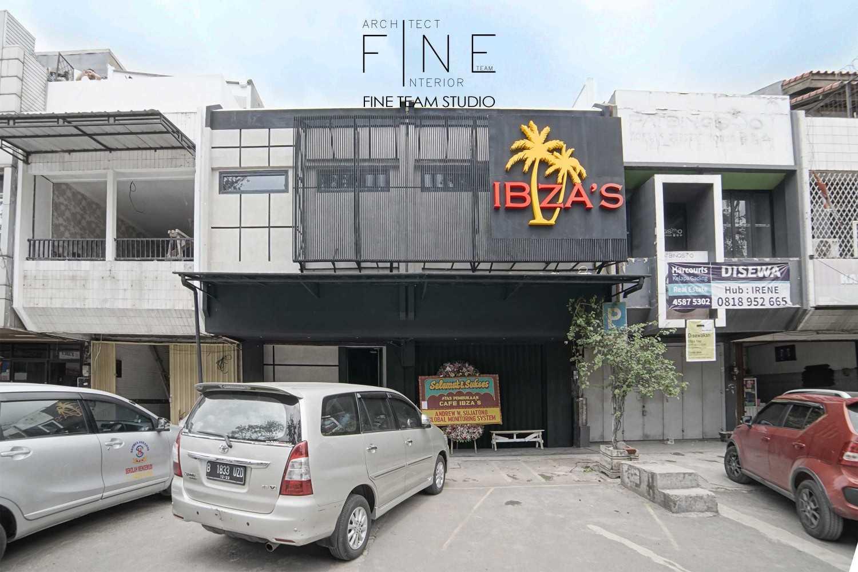 Foto inspirasi ide desain exterior industrial Front view oleh Fine Team Studio di Arsitag