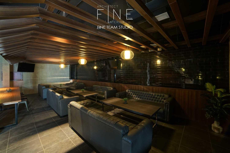 Fine Team Studio Ibza's Bar & Lounge Klp. Gading, Kota Jkt Utara, Daerah Khusus Ibukota Jakarta, Indonesia Klp. Gading, Kota Jkt Utara, Daerah Khusus Ibukota Jakarta, Indonesia Seating Area Bar Industrial 53056