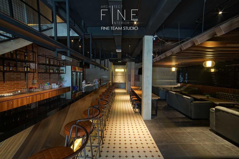 Fine Team Studio Ibza's Bar & Lounge Klp. Gading, Kota Jkt Utara, Daerah Khusus Ibukota Jakarta, Indonesia Klp. Gading, Kota Jkt Utara, Daerah Khusus Ibukota Jakarta, Indonesia Seating Area Bar Industrial 53057