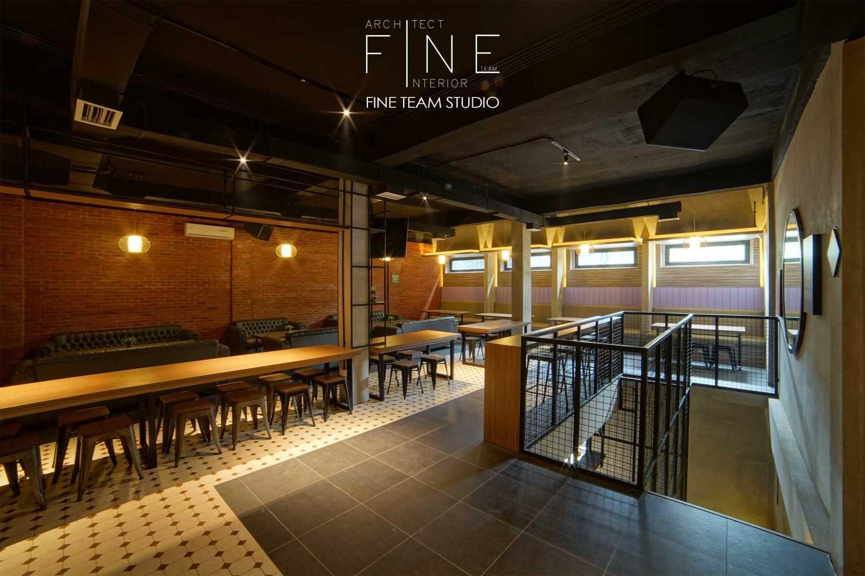 Fine Team Studio Ibza's Bar & Lounge Klp. Gading, Kota Jkt Utara, Daerah Khusus Ibukota Jakarta, Indonesia Klp. Gading, Kota Jkt Utara, Daerah Khusus Ibukota Jakarta, Indonesia Seating Area Bar Industrial 53061