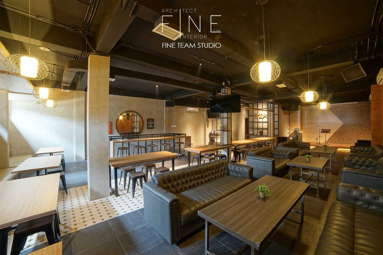 Fine Team Studio Ibza's Bar & Lounge Klp. Gading, Kota Jkt Utara, Daerah Khusus Ibukota Jakarta, Indonesia Klp. Gading, Kota Jkt Utara, Daerah Khusus Ibukota Jakarta, Indonesia Seating Area Bar Industrial 53063