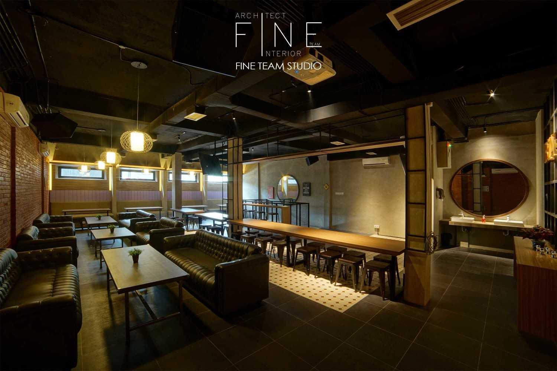 Fine Team Studio Ibza's Bar & Lounge Klp. Gading, Kota Jkt Utara, Daerah Khusus Ibukota Jakarta, Indonesia Klp. Gading, Kota Jkt Utara, Daerah Khusus Ibukota Jakarta, Indonesia Seating Area Bar Industrial 53064