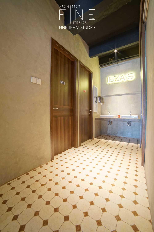 Fine Team Studio Ibza's Bar & Lounge Klp. Gading, Kota Jkt Utara, Daerah Khusus Ibukota Jakarta, Indonesia Klp. Gading, Kota Jkt Utara, Daerah Khusus Ibukota Jakarta, Indonesia Toilet Area Industrial 53065