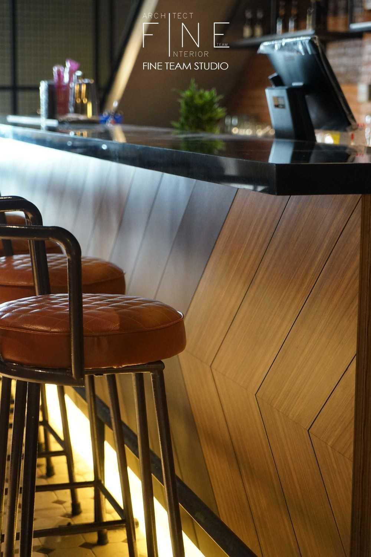 Fine Team Studio Ibza's Bar & Lounge Klp. Gading, Kota Jkt Utara, Daerah Khusus Ibukota Jakarta, Indonesia Klp. Gading, Kota Jkt Utara, Daerah Khusus Ibukota Jakarta, Indonesia Seating Area Bar Industrial 53072