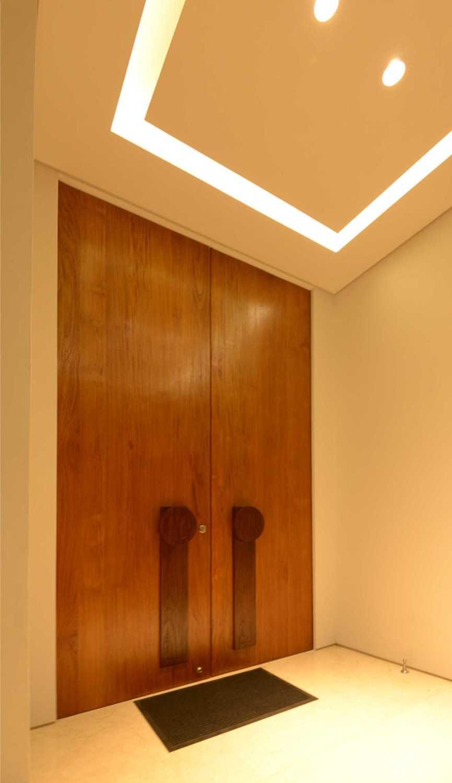 Welly Kusumo Nr Residence  Permata Buana Permata Buana Front Door Modern 18605