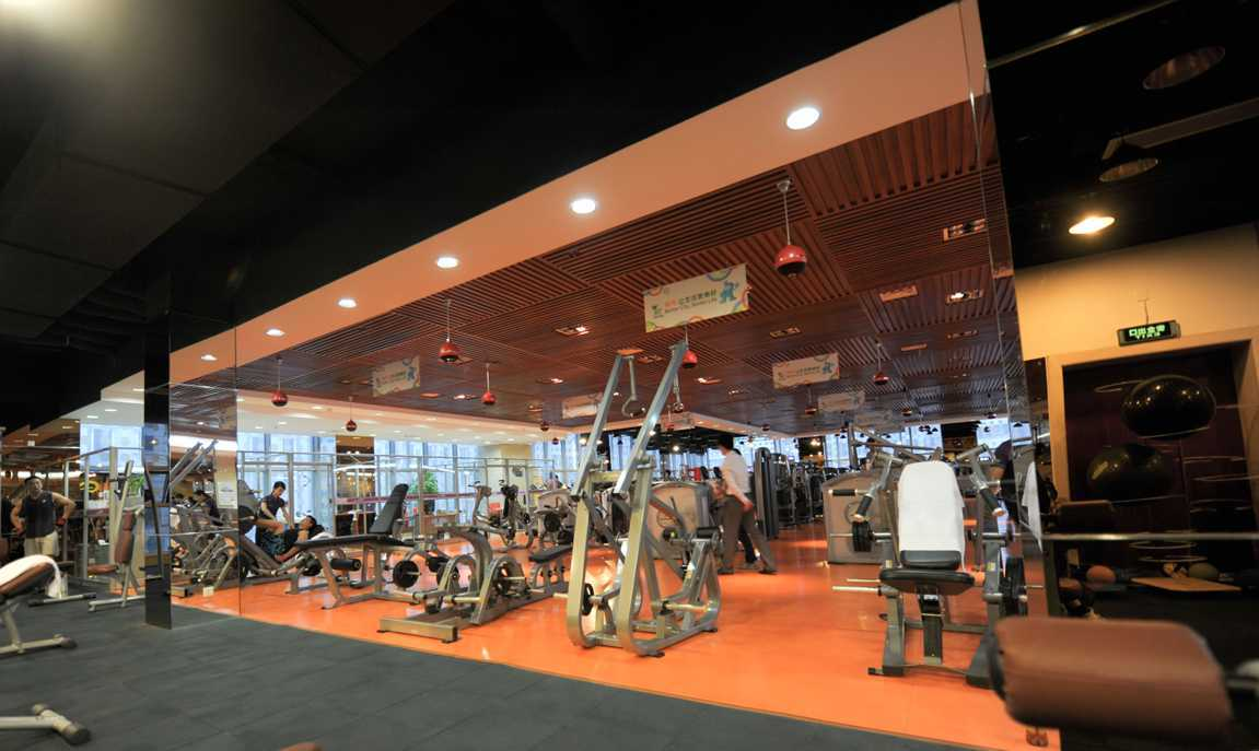 Foto inspirasi ide desain gym minimalis Gym area oleh TAU Architect di Arsitag