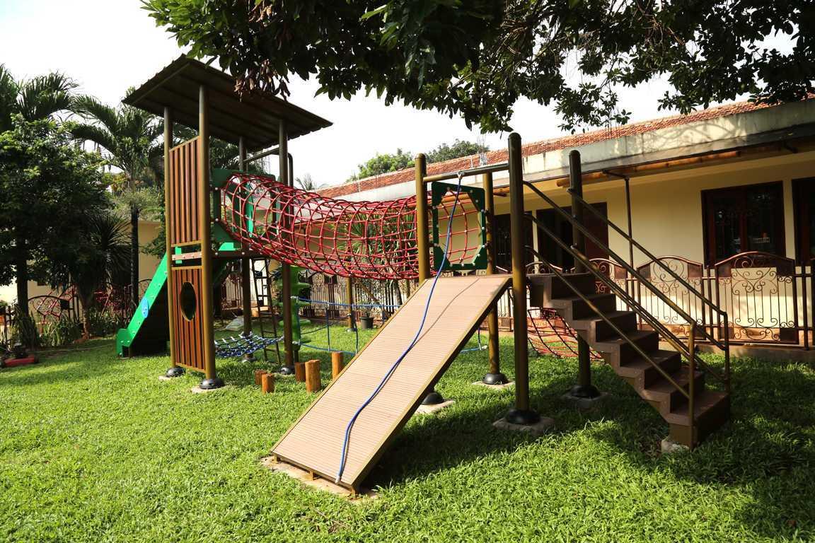 Tau Architect Jakarta Montessori School Ragunan Jakarta Ragunan Jakarta Montessori Playground Tropis 16723