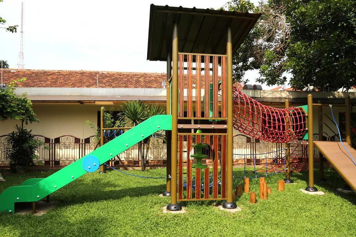 Tau Architect Jakarta Montessori School Ragunan Jakarta Ragunan Jakarta Montessori Playground Tropis 16726