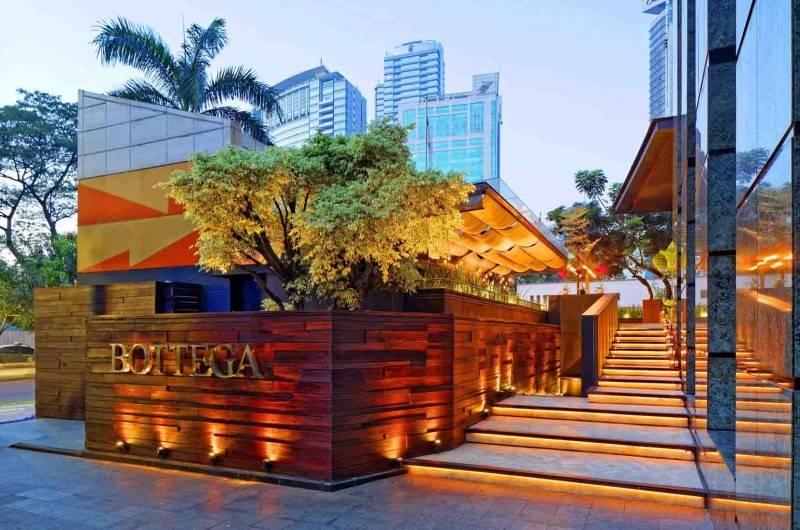 Foto inspirasi ide desain restoran minimalis Exterior view oleh leo einstein fransiscus di Arsitag