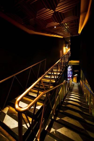 Foto inspirasi ide desain tangga Stairs to entrance oleh leo einstein fransiscus di Arsitag