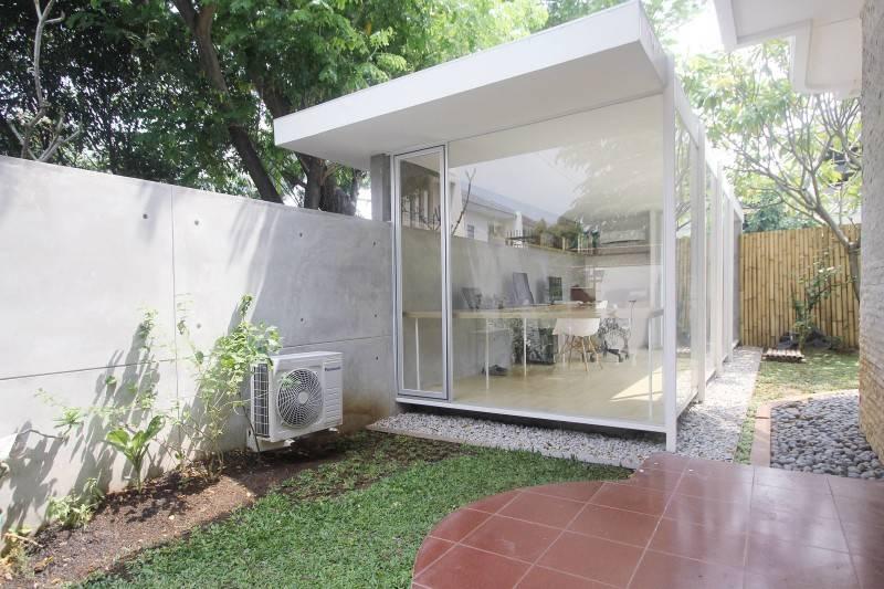 Studio Rtm S T U D / O • R T M Taman Modern - Jakarta Taman Modern - Jakarta Tampak-Depan Tropis,modern,wood,glass 3809