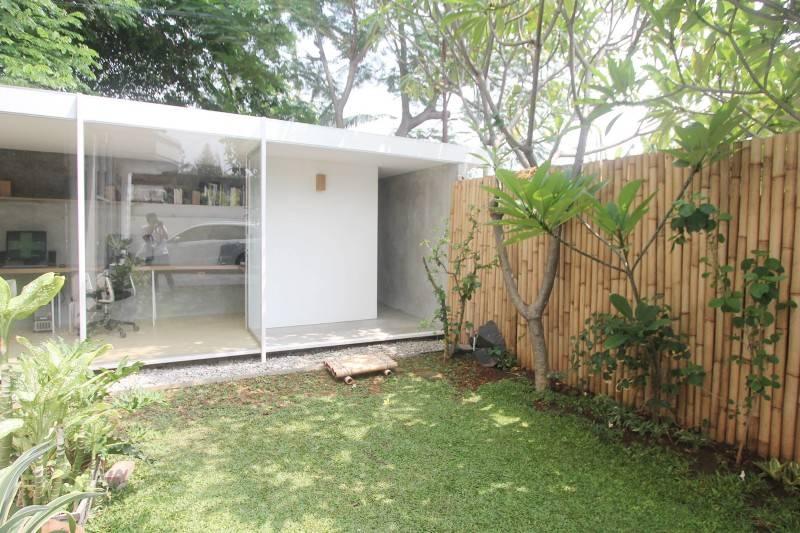 Studio Rtm S T U D / O • R T M Taman Modern - Jakarta Taman Modern - Jakarta Tampak-Samping Tropis,modern,wood,glass 3810