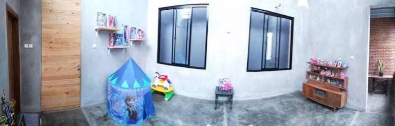 Foto inspirasi ide desain kamar tidur anak industrial Ruang-bermain oleh AKANOMA YU SING di Arsitag
