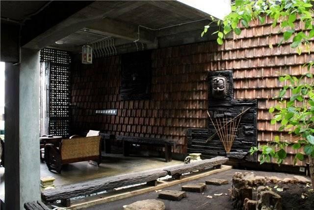 Akanoma Yu Sing Rumah Puzzle At Kebon Jeruk West Jakarta, Indonesia West Jakarta, Indonesia Detail-Dinding-Genteng-Di-Taman-Tengah Tropis 4075