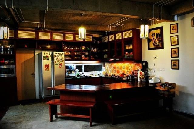 Foto inspirasi ide desain dapur tropis Ruang-makan-gaya-warung oleh AKANOMA YU SING di Arsitag