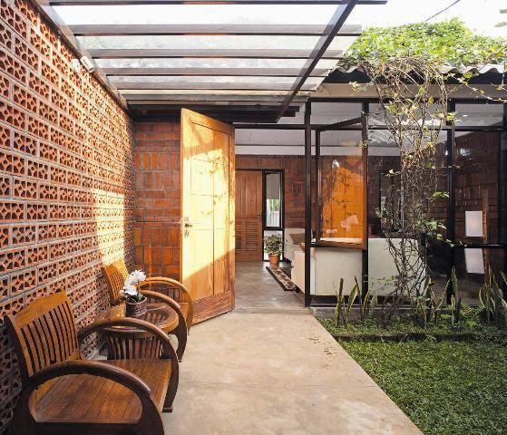 Akanoma Yu Sing Taman Tengah House At Kranggan Cibubur, East Jakarta, Indonesia Cibubur, East Jakarta, Indonesia Ruang-Keluarga-Tampak-Dari-Teras-Tengah  4127