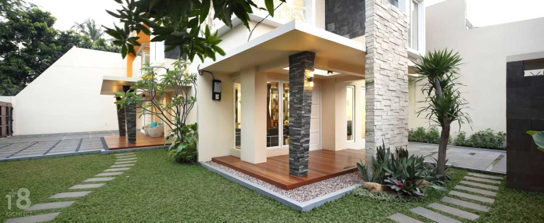 1+8 Architect 420 Residence Jakarta, Indonesia Jakarta, Indonesia Terrace Minimalis,tropis,wood,modern 23034