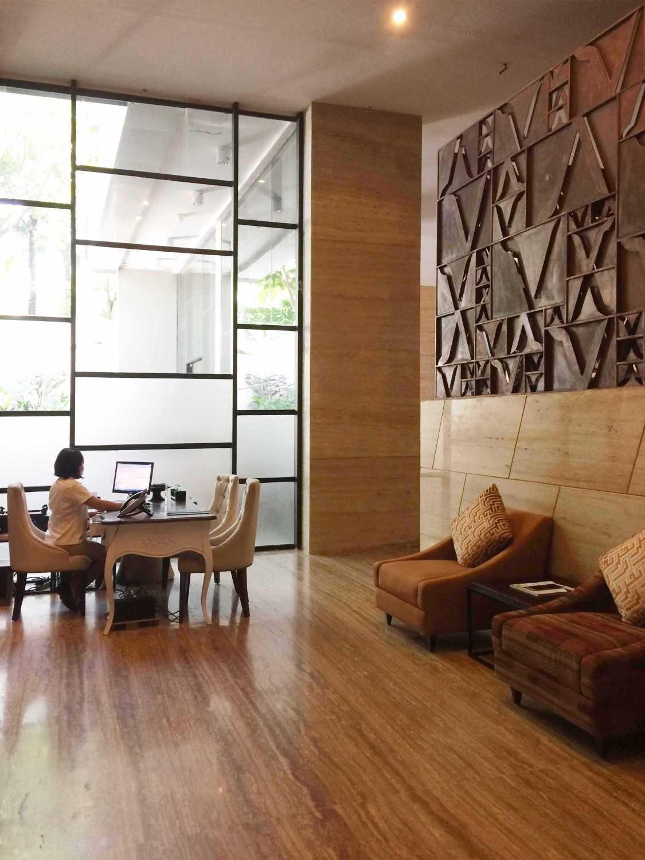 Monokroma Architect Golden Tulip Devinz Skyvilla Seminyak, Bali Seminyak, Bali Spa Area Modern 29917
