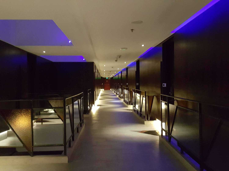 Monokroma Architect Golden Tulip Devinz Skyvilla Seminyak, Bali Seminyak, Bali Corridor Room Modern 29928