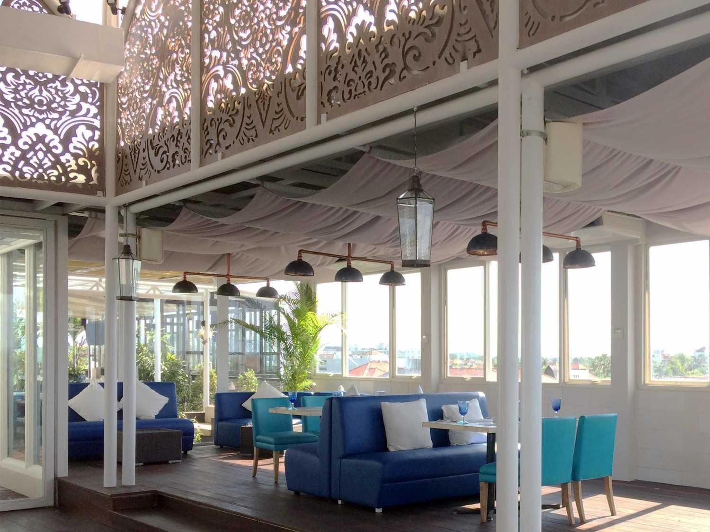 Monokroma Architect Golden Tulip Devinz Skyvilla Seminyak, Bali Seminyak, Bali Rooftop Restaurant Modern 29939