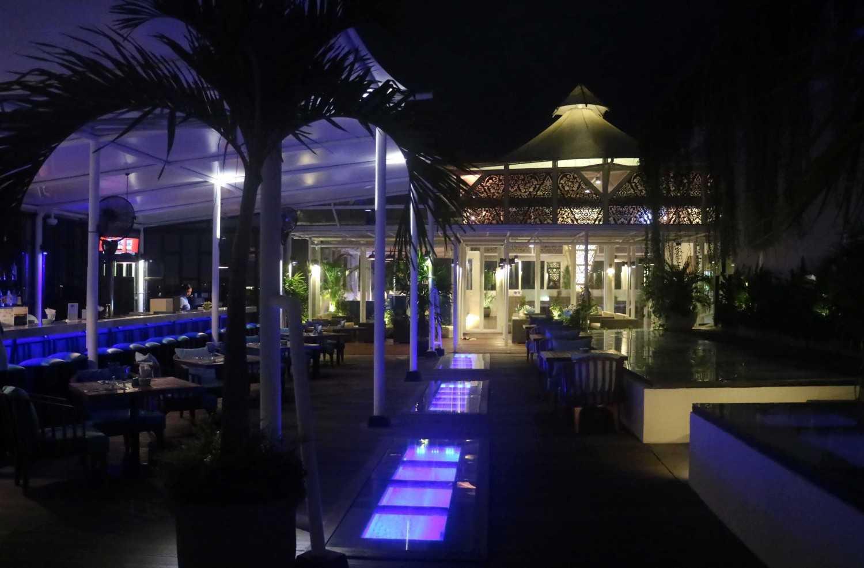 Monokroma Architect Golden Tulip Devinz Skyvilla Seminyak, Bali Seminyak, Bali Rooftop Restaurant Modern 29950