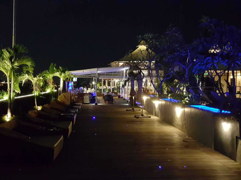 Monokroma Architect Golden Tulip Devinz Skyvilla Seminyak, Bali Seminyak, Bali Swimming Pool Area Modern 29953