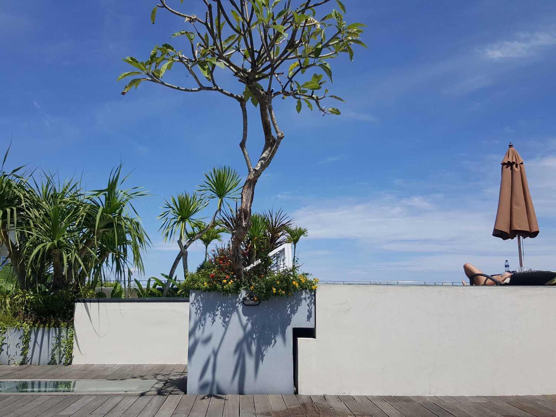 Monokroma Architect Golden Tulip Devinz Skyvilla Seminyak, Bali Seminyak, Bali Rooftop Area Modern 29954