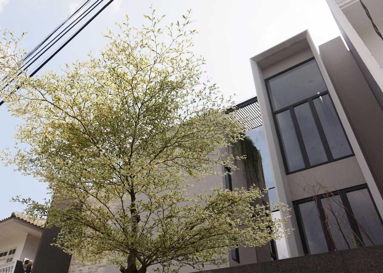 Monokroma Architect Dicky House   4-Tampak-Depan-2 Modern 33529