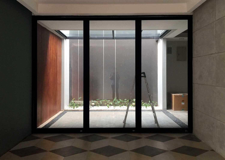 Monokroma Architect Dicky House   11-Courtyard Modern 33536