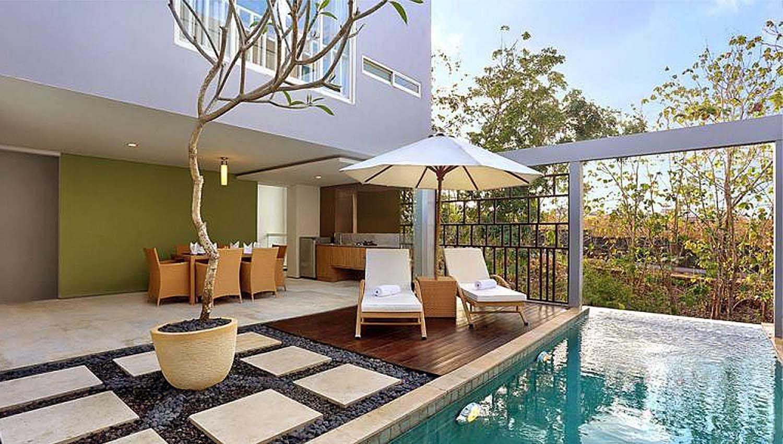 Foto inspirasi ide desain kolam kontemporer Swimming pool area oleh Monokroma Architect di Arsitag
