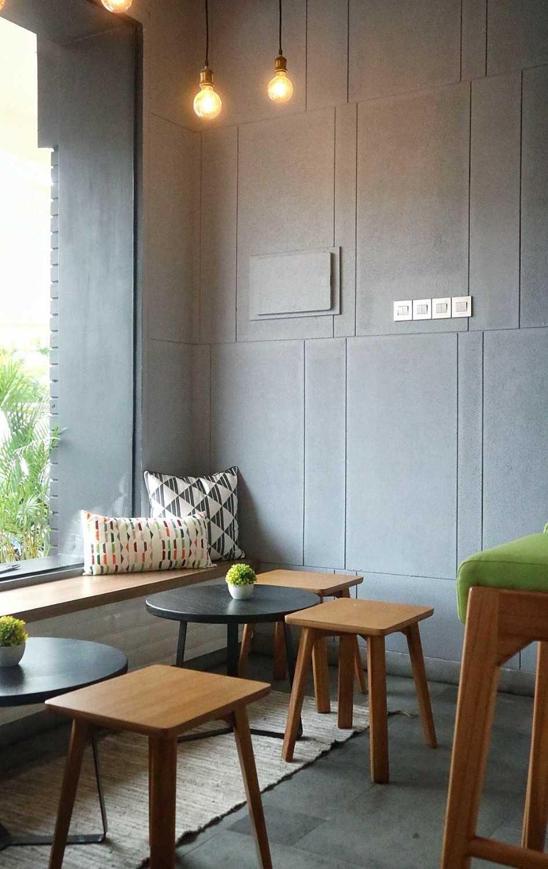 Ra Interior Architecture No.27 Coffee Gading Serpong, Tangerang, Indonesia Gading Serpong, Tangerang, Indonesia 20170114115803Img0404-01 Modern 25628