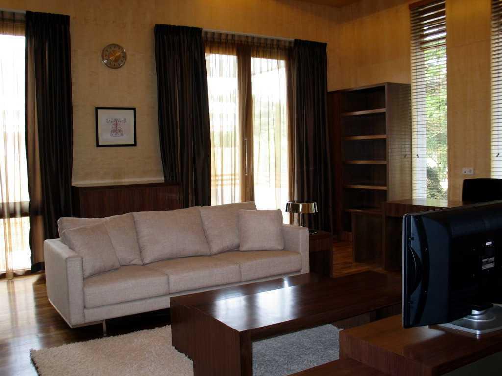 Herryj Architects Gv House Lippo Karawaci Lippo Karawaci Living Room Tropis 23931