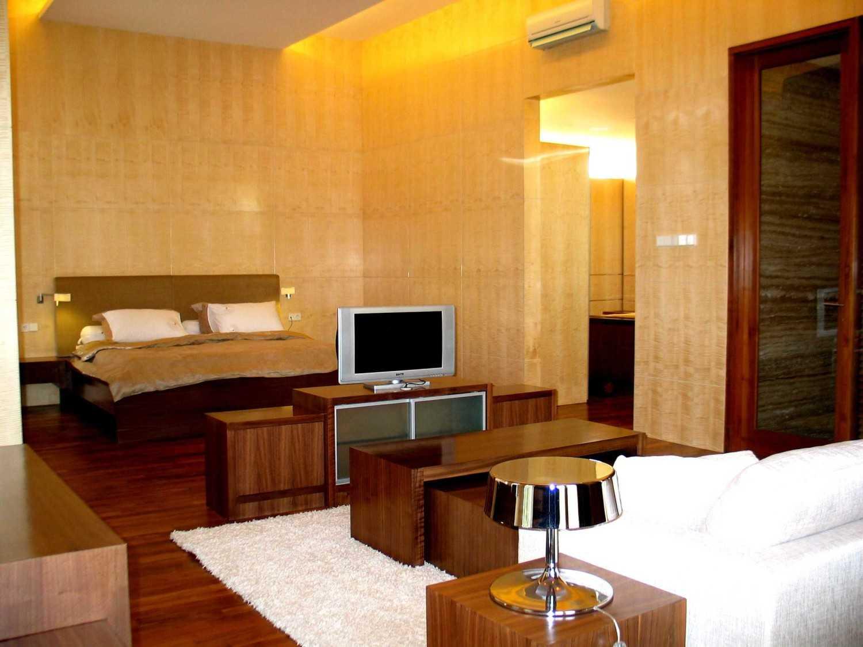 Herryj Architects Gv House Lippo Karawaci Lippo Karawaci Bedroom Tropis 23933