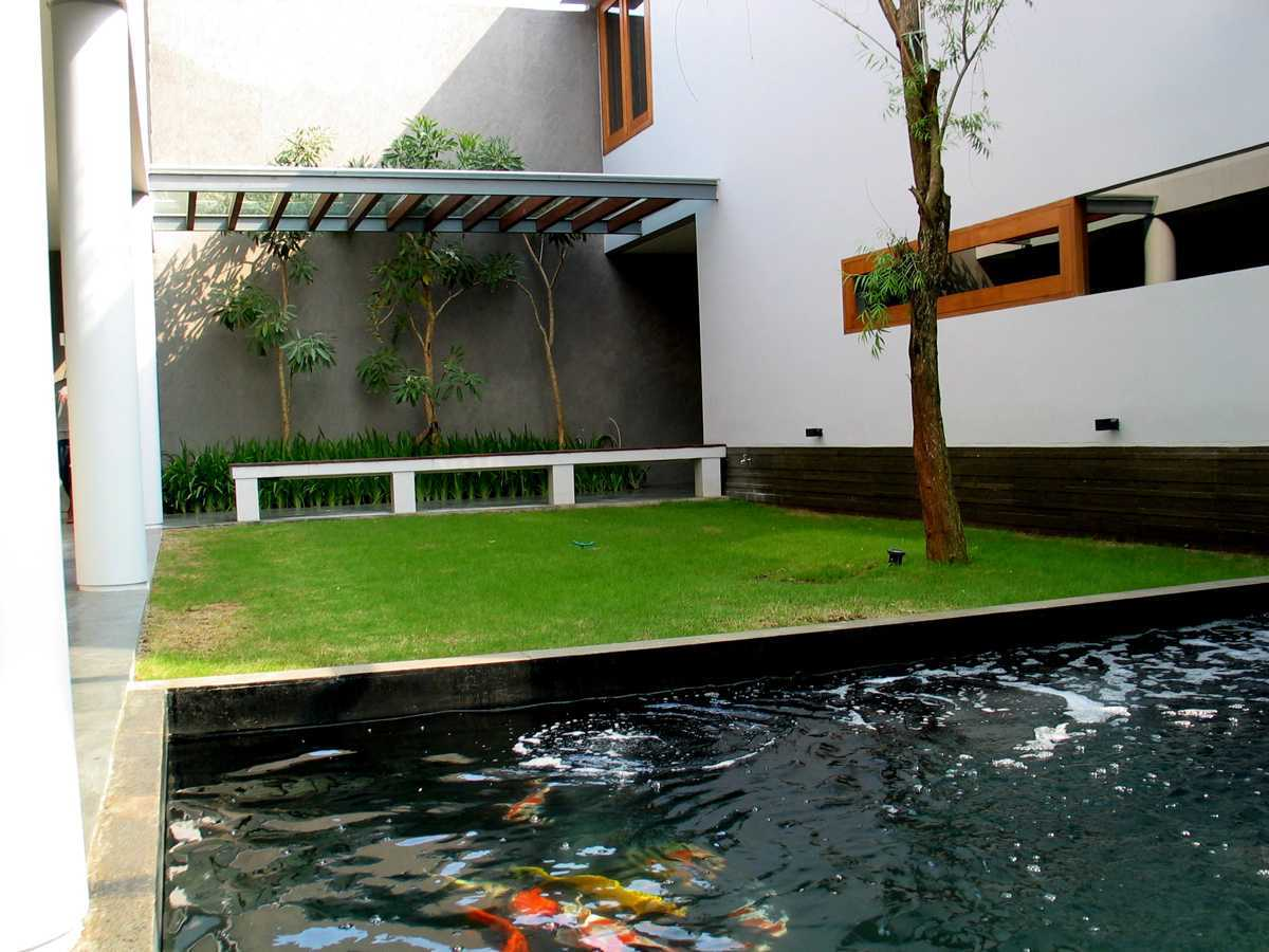 Herryj Architects 2 House Jakarta Jakarta Taman-Tengah-03 Tropis 23887