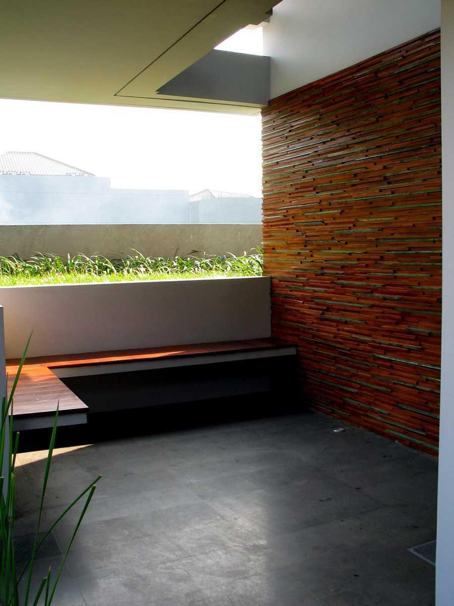 Herryj Architects 2 House Jakarta Jakarta Teras-Depan Tropis 23889