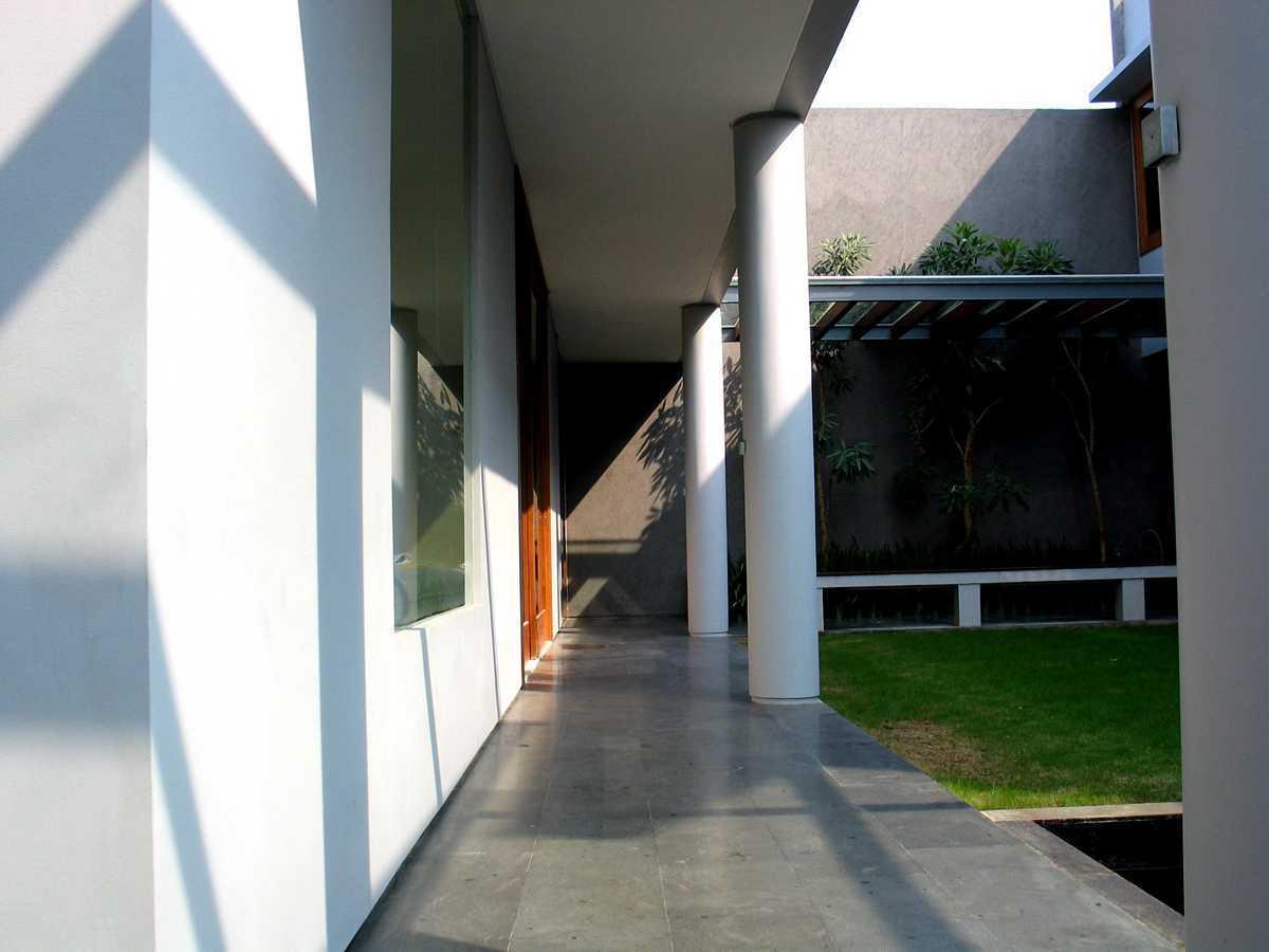 Herryj Architects 2 House Jakarta Jakarta Selasar-01 Tropis 23893