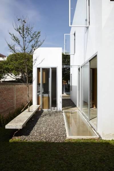 Foto inspirasi ide desain taman minimalis Access to kitchen oleh Sontang M Siregar di Arsitag