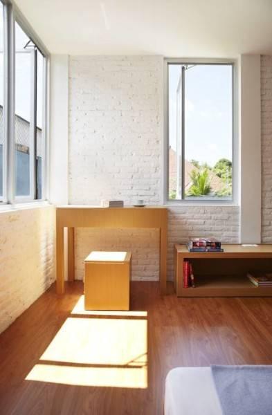 Foto inspirasi ide desain ruang belajar minimalis Bedroom oleh Sontang M Siregar di Arsitag
