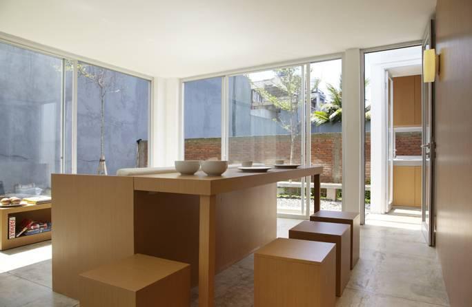 Foto inspirasi ide desain ruang makan minimalis Dining table oleh Sontang M Siregar di Arsitag