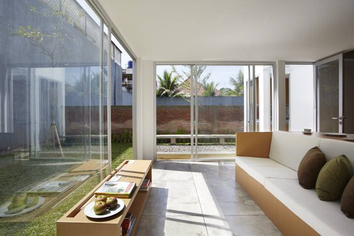 Sontang M Siregar R  House At Taman Laguna Cibubur, Jakarta, Indonesia Cibubur, Jakarta, Indonesia Living Room Minimalis 5999