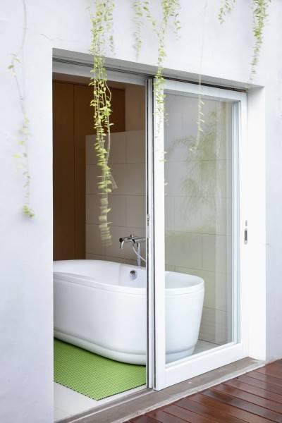 Foto inspirasi ide desain kamar mandi minimalis Bathroom-1 oleh Sontang M Siregar di Arsitag
